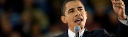 Come aumentare la Brand Awareness - Barack Obama che parla in pubblico ad un microfono